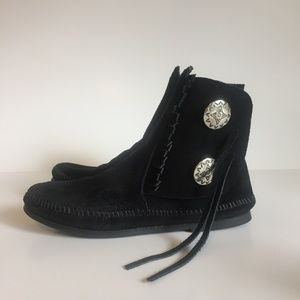 New Minnetonka Moccasins Boots Black Suede size7M